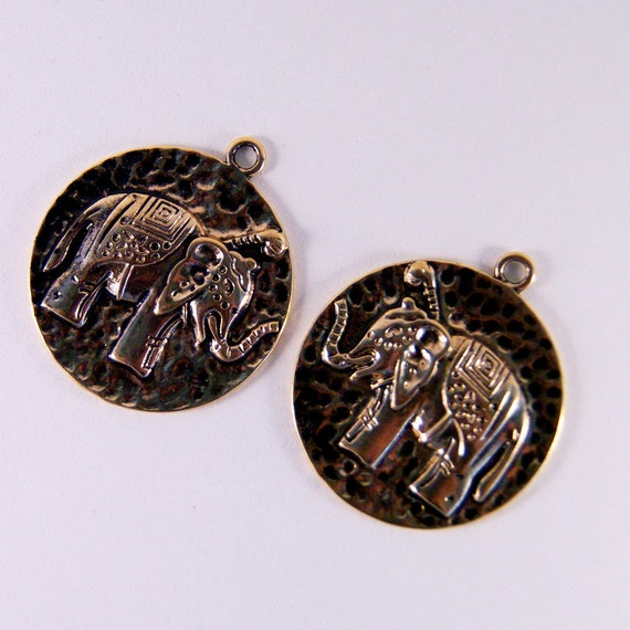 ANIMAL / ELEPHANT- Antique Gold-tone Round Hammered Elephant Charms