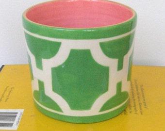 Peony Vase in Hampton Links Kelly Colorway