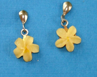 SALE vintage adorable shell flower earrings