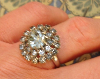 vintage pale gray blue rhinestone floral burst cocktail ring