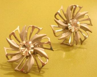 vintage silver pinwheel flower earrings with faceted rhinestone centers