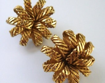 vintage woven gold bow earrings