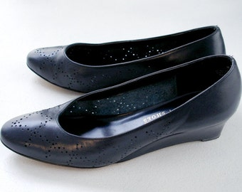 SALE vintage perforated navy blue leather mini wedge skimmers 7