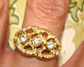 vintage Sarah Coventry free form modernist style etched gold ring with faux diamonds