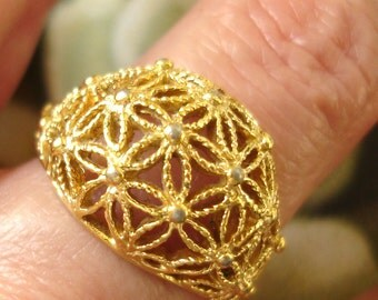 vintage Vargas gold filigree daisy flowers dome ring