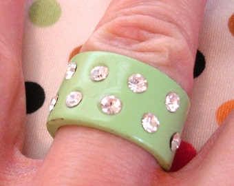 vintage pale green rhinestone ring