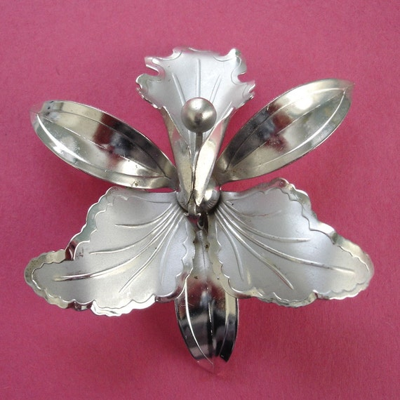 SALE vintage lovely large lily silver brooch