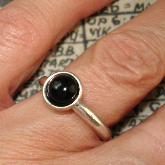 simple and mod vintage silver tone ring with black cabochon