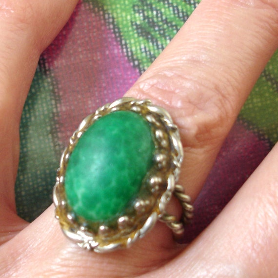 vintage green stone silver cocktail ring