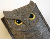 Gadget case - Owl in designer felt for iphone, ipod touch, small digital camera...