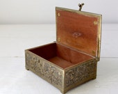 Antique art nouveau cigarette / trinket box from the 1900s. Solid brass, wood lining. Germany.