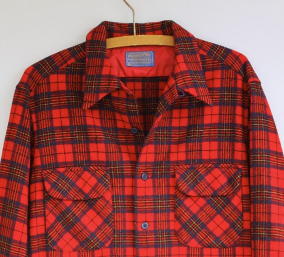 SALE Pendleton shirt. Traditional 1960s wool long sleeve shirt in a rustic red plaid. Heritage vintage. Men's medium.