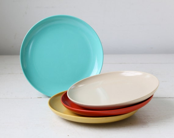 vintage 1950s melamine cake plates. Set of 4. Aqua, scarlet, tan, mustard. Florence Prolon retro mod melamine  / the CRAZY CAKE plates