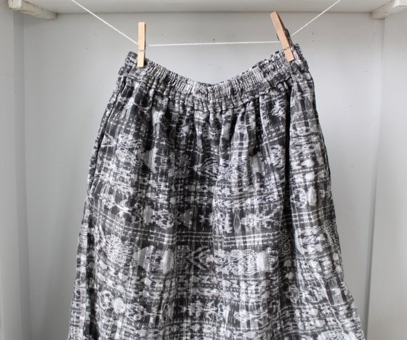 vintage 1970s ikat skirt / medium / abstract boho black and white / the VEGGIE BURGER skirt