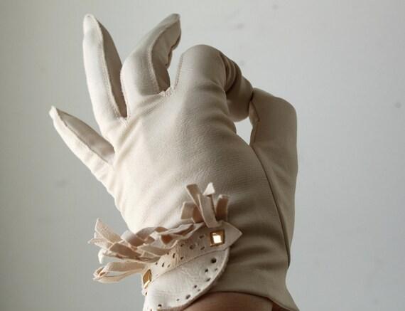 vintage 1960s mod tan gloves. Ghillie fringe top. By Grandoe. Size 7.5 medium / large