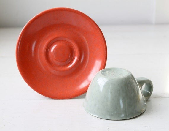 vintage 1950s melamine cup and saucer. Russel Wright Melmac Residential. Confetti salmon, gray / the COFFEE ADDICT set