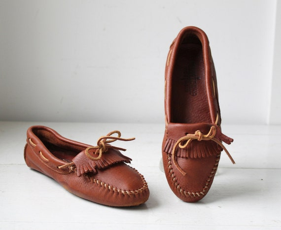 Vintage Minnetonka moccasins. Men 10 / Wom 11.5. Chestnut brown driving mocs / Rustic preppy / the TOASTED PECAN sneakers