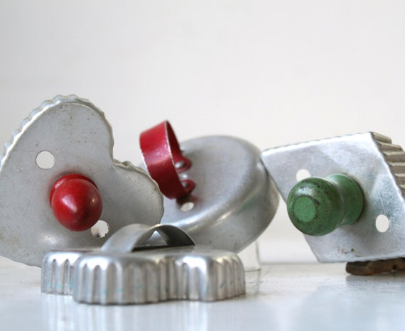 vintage 1950s cookie cutters. Green and red wood and aluminum handles. Set of 4 / the PASTRY BAKER set