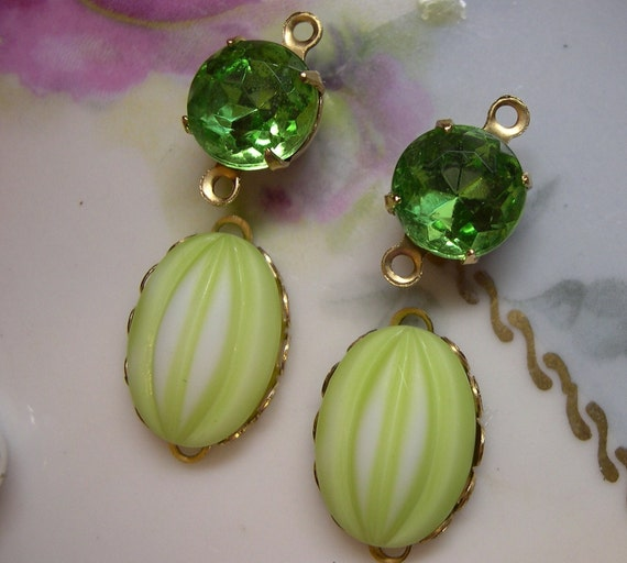 Vintage Lime, Peridot ,Cabochon, Jewels.14x10mm, in gold brass settings