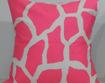 New 18x18 inch Designer Handmade Pillow Case. Giraffe pattern in hot pink on white.