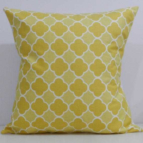 New 18x18 inch Designer Handmade Pillow Case in yellow quatrefoil pattern.