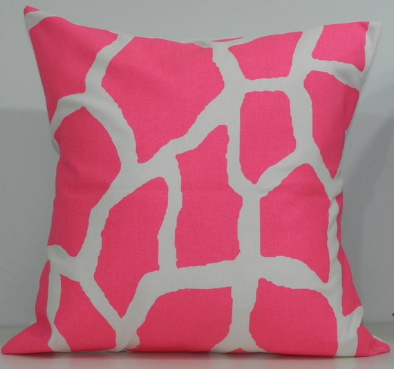 New 18x18 inch Designer Handmade Pillow Case. Giraffe pattern in hot pink on white.