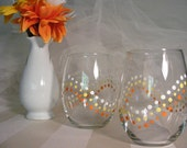 polka dot stemless wine glasses with polka dots -perfect for a fall wedding or Halloween party