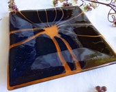 Shimmering Glass Plate in Black and Coral