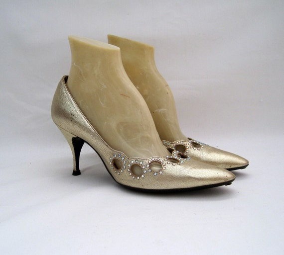 50s 60s Shoes Vintage Pumps Gold Stiletto Heels with Rhinestones - so Mad Men