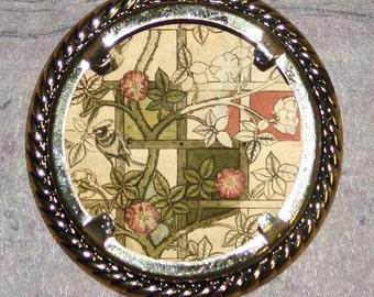 Rose Trellis Frame Pendant