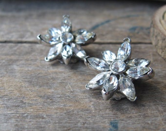 petite flower rhinestone clip on earrings excellent vintage condition