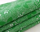Kelly Green Napkins / White Floral Dots - Doodles Design / White - Emerald Green Napkins / Set of 4 / Gift Under 35