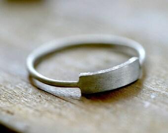 Modern silver rectangle ring (E0221)