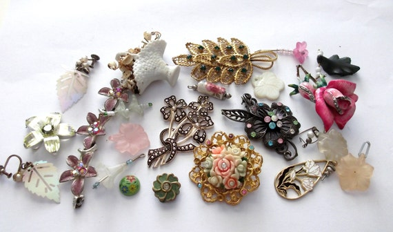 vintage Collection of floral flower Pendants / Charms / findings for craft detash