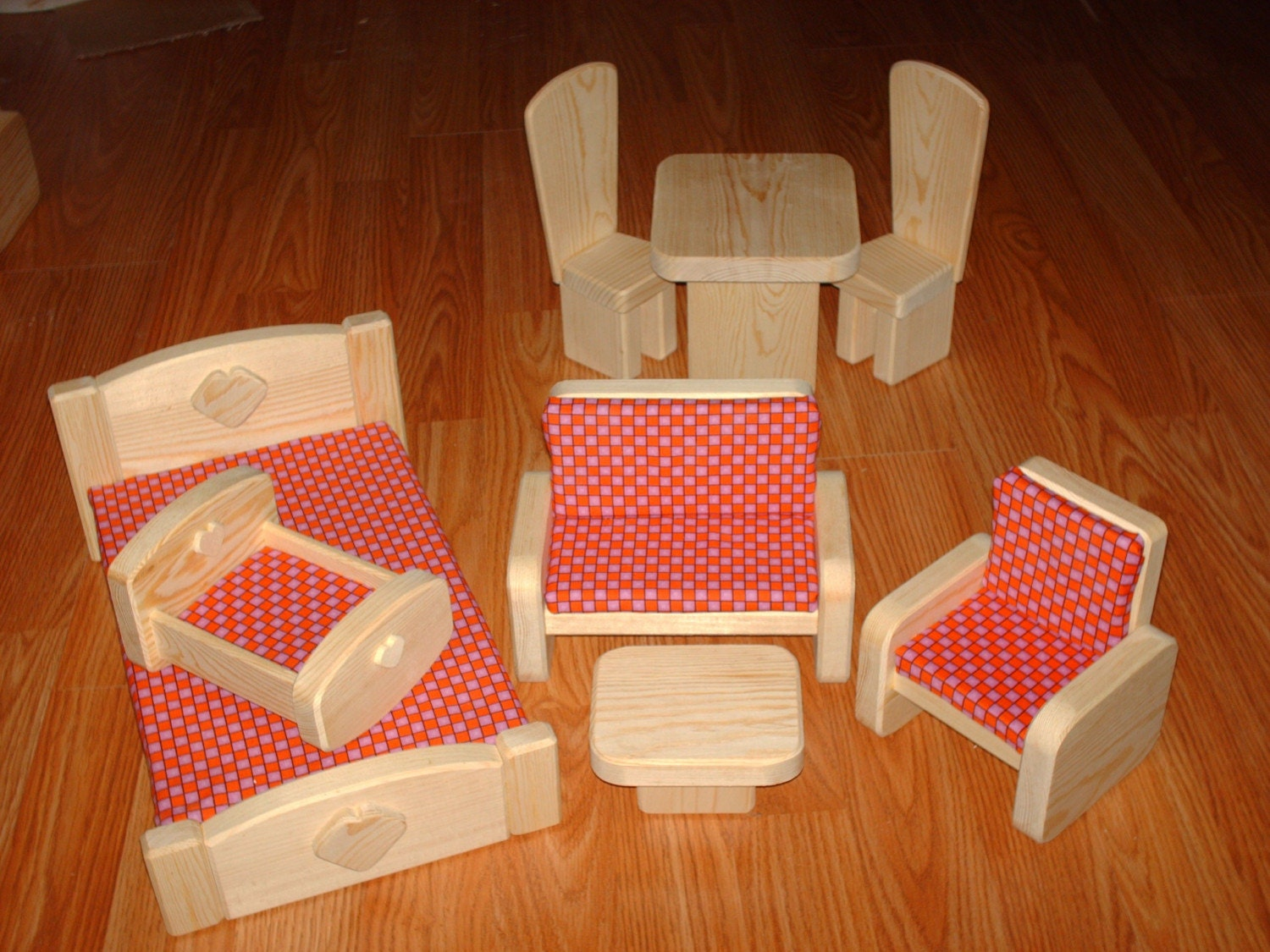 8 Piece Barbie Scaled Wooden Furniture Set Red Checkered
