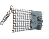 Grey/White Houndstooth Wristlet with Grey Ruffle