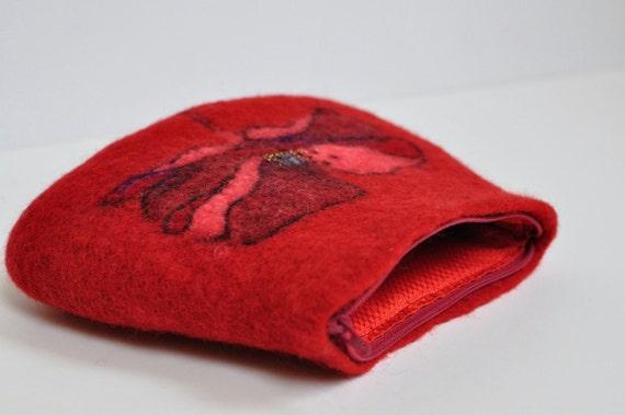 Felted  zipper pouch. Red poppy. Gift under 50 dollar