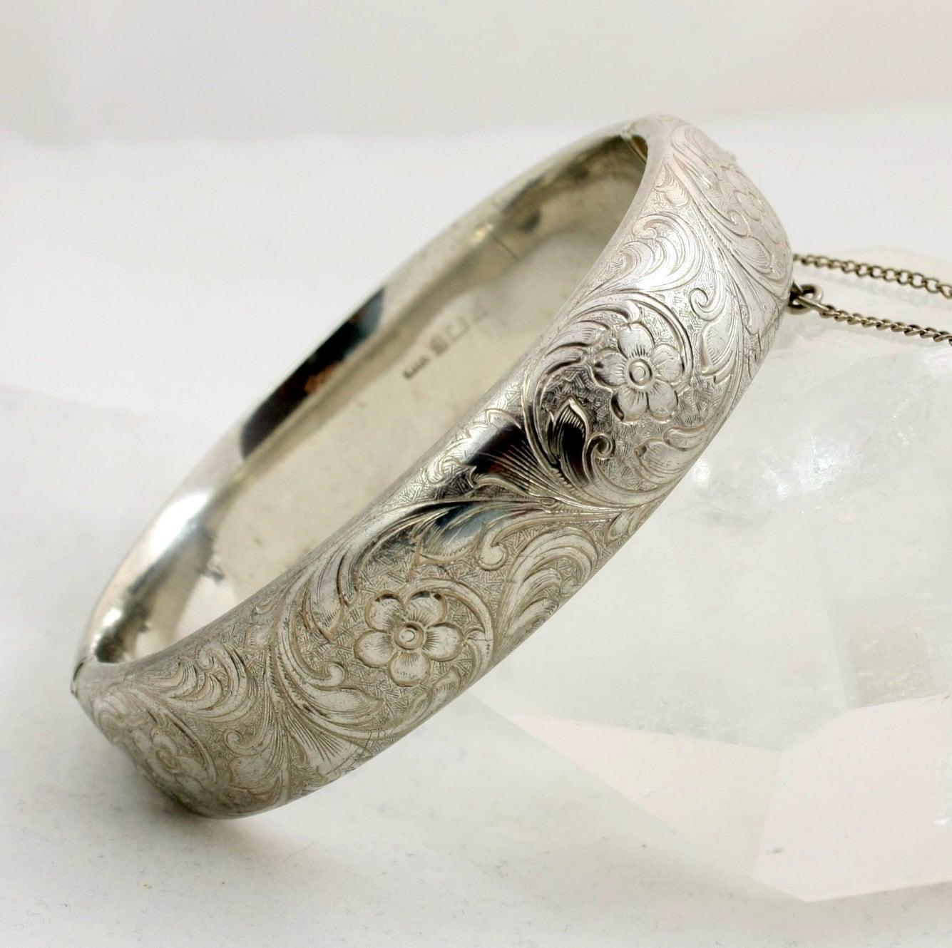 vintage engraved sterling silver bracelet hinged bangle. Black Bedroom Furniture Sets. Home Design Ideas