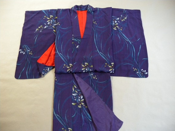 Antique kimono 635, pre-war  Meisen type, silk, flower design over a purple base, brilliant red lining