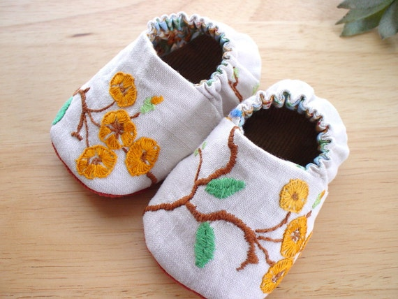 Reversible Baby Shoes - Baby Booties - Infant shoes - Embroidered with Mini Orange Blossoms in Size 0-6 months