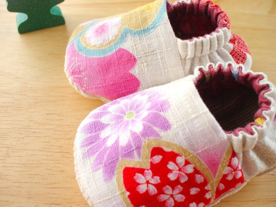 Reversible Baby Shoes - Baby Booties - Oriental Blooms in Size 0-3 months