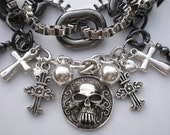 GRAY CHAINS SKULL RIBBON NECKLACE