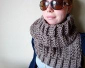chunky crochet cowl in CUSTOM COLOUR (lambs wool blend)