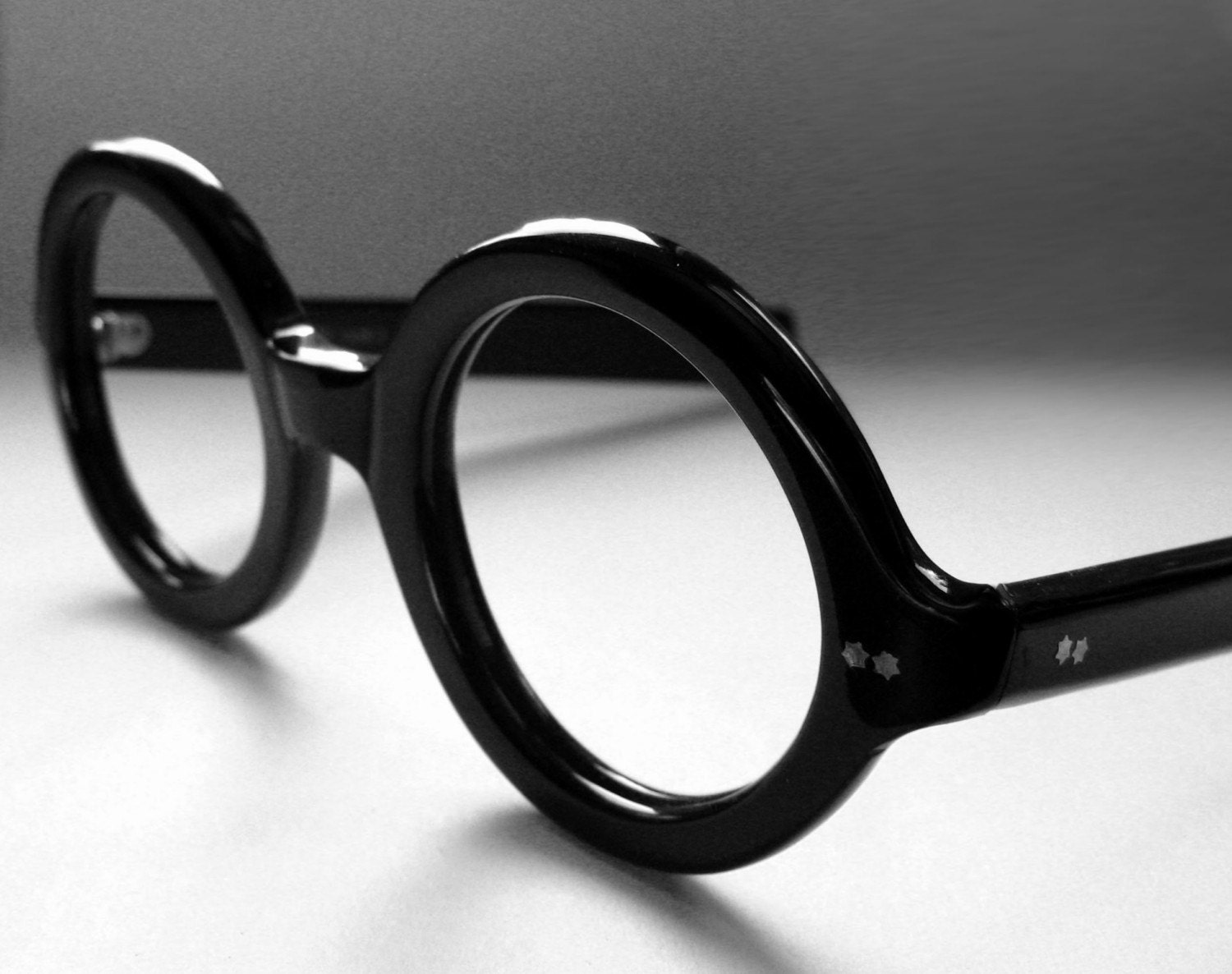 Round Eyeglasses. Round glasses frames are the original eyeglasses design. In the early 20th century, round glasses were the only shape you could find. Round eyeglasses are simple and natural, honest and intelligent, thoughtful, independent, and smart. The orb shape reminds us of enduring qualities like the sun and moon/5(10K).