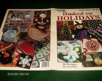 Holiday Crochet Patterns Leisure Arts Hooked On Holidays Leaflet 2931