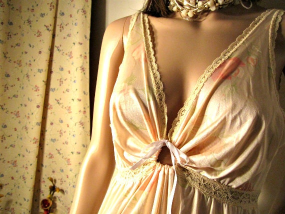 1970s  Nightgown / Full Length Slip Dress / Pale Pink-Coral Goddess. Size M