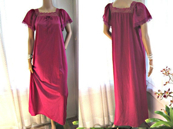 Cranberry Pink Nightgown 1960s Full Nightie. Size Medium.