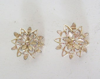 Vintage Sarah Coventry earrings gold flower or star clip on