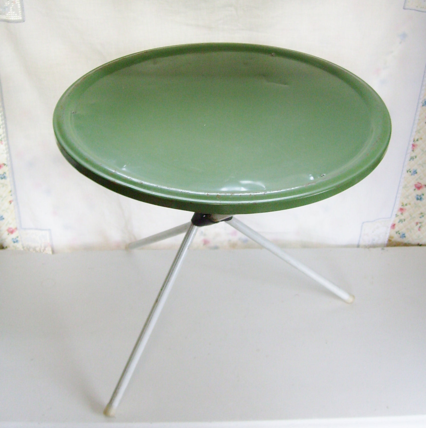 Vintage metal table patio camp or side folding olive green
