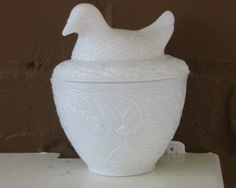 Vintage Milk Glass Bird Dish Bowl Avon Milkglass